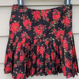 Hinge pleated floral skirt